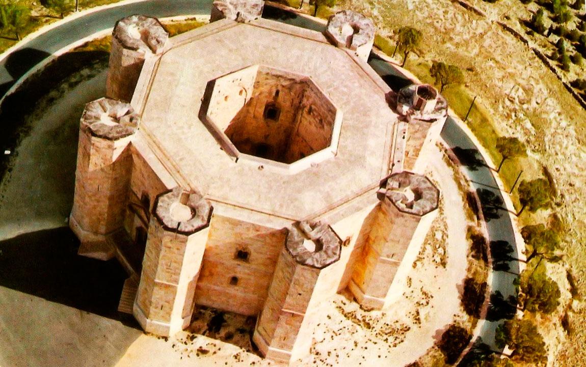 Замок Кастель дель Монте вид з висоти пташиного польоту