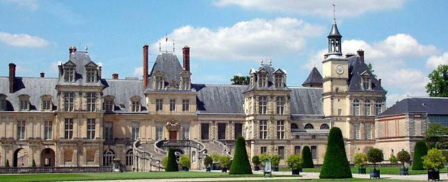 Замок Фонтенбло, центральний фасад
