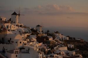Романтичний острів Санторіні в Греції