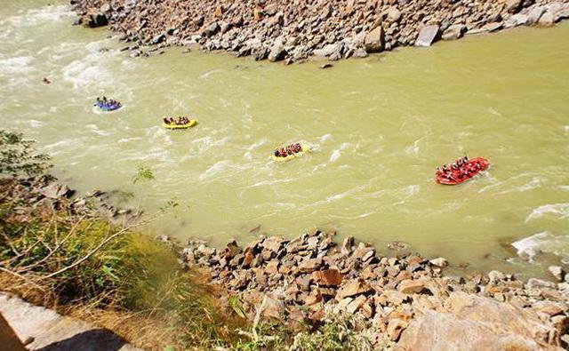 Індія. Рішикеш - туристи на річці