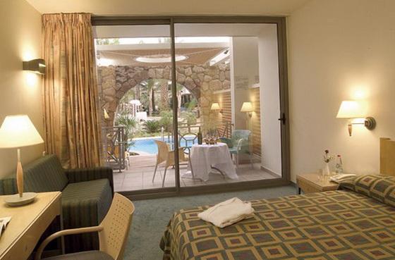 Номер на воді готелю Isrotel Agamim