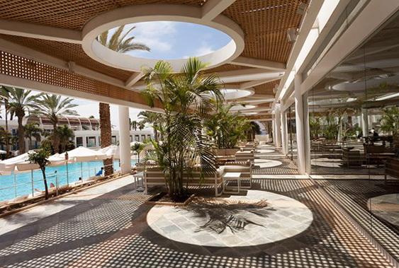 Вхід у готелі Isrotel Yam Suf