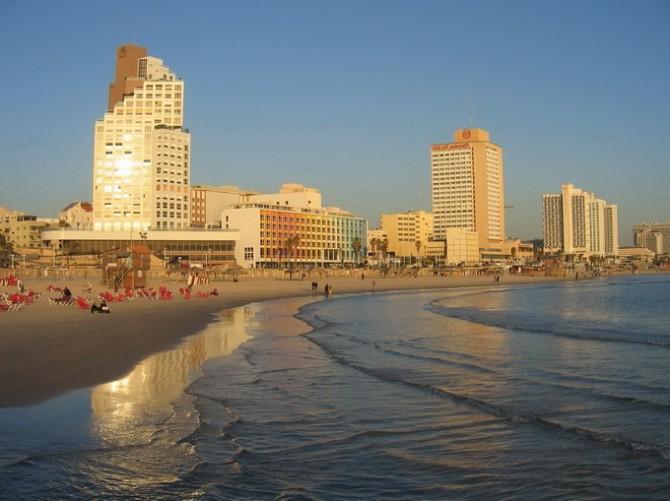 Вид на Тель-Авів зі сторони моря
