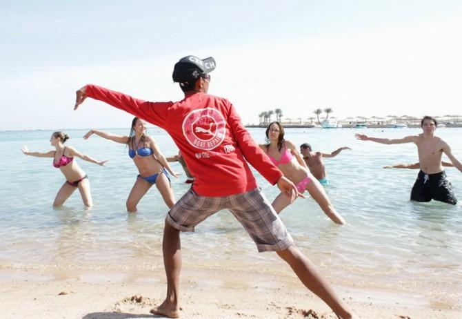Танці на пляжі Єгипту взимку