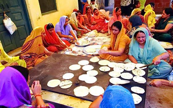 їдальня в гурудварі в Амритсарі