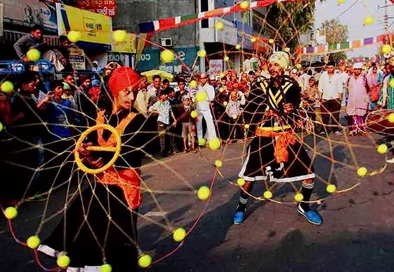 святкова процесія на святі Гуру Нанак Джанті