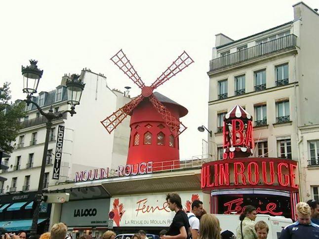 Мoulin Rouge у Парижі