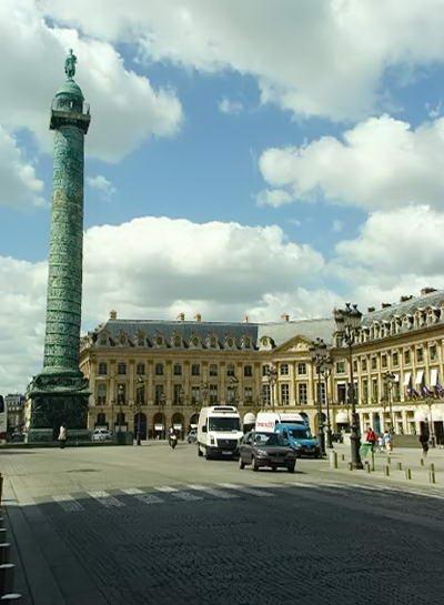 Вандомська площа в Парижі