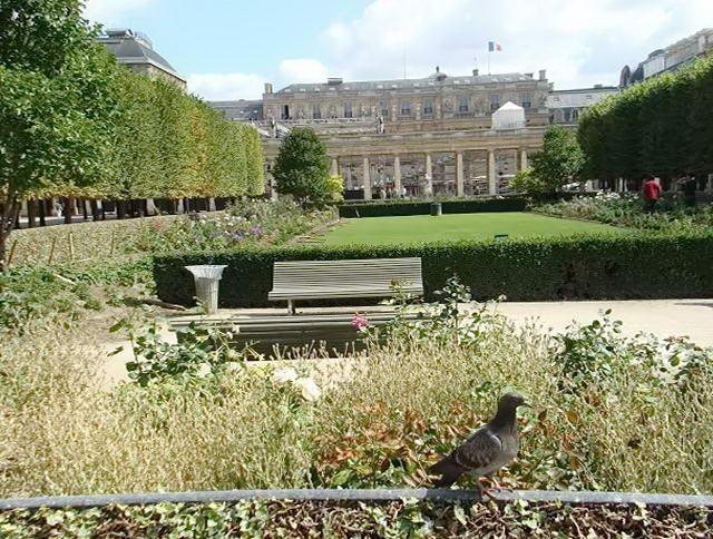 Парк Пале Рояль в Парижі