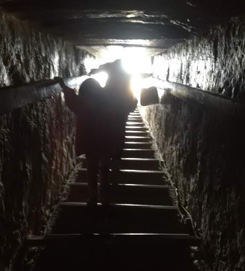 вихід з піраміди