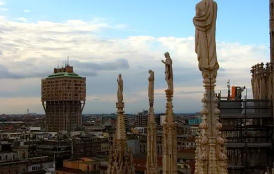 Мілан, Італія