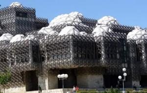 Самі нісенітні та потворні будівлі світу
