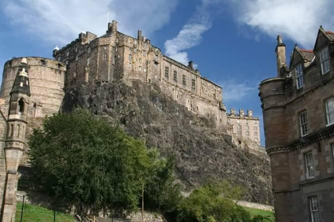 Едінбурзький замок у Шотландії