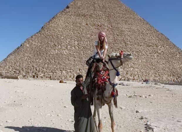 на верблюді разом з нашим обманщиком