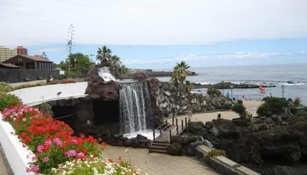 водоспади біля пляжу
