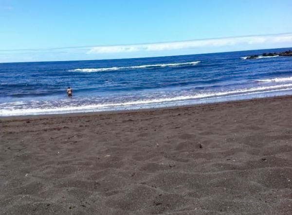 пляж з чорним піском на Тенеріфе