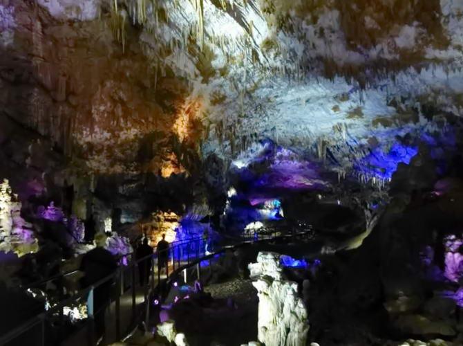 печери в заповіднику Сатапліа