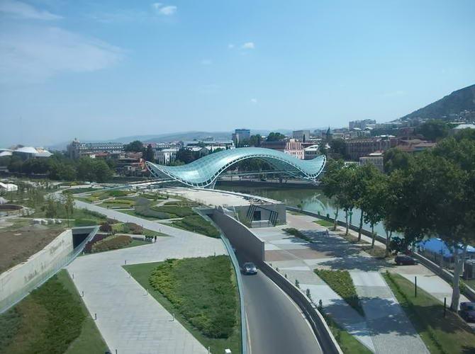 Тбілісі. Міст Миру