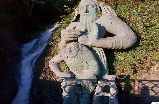 пам'ятник апостолові Андрію Первозванному