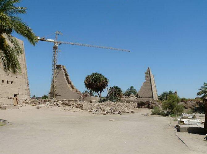 будови храмового комплексу в процесі реконструкції