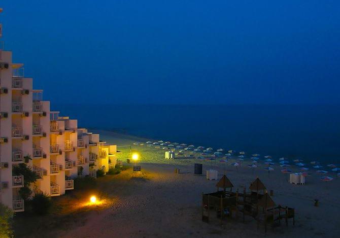 Нічна Албена. Фото готелю