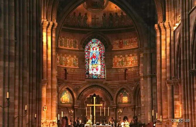 Усередині собору