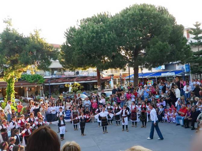 Танцевальный фестиваль на площади Ханиоти