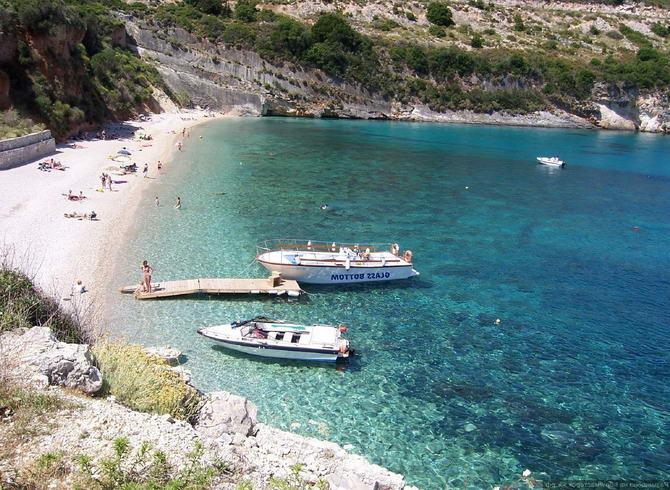 пляж Мікрігіалос