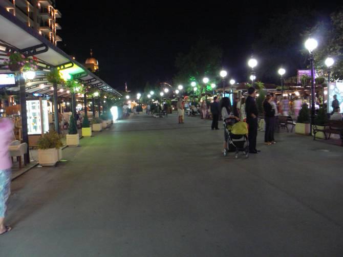 Курорт Золоті Піски. Фото нічного життя