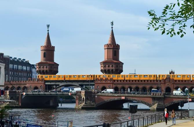 наземний потяг у Берліні