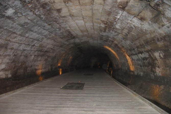 Підземний тунель в Акко