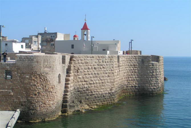 вид на стіни Акко з моря