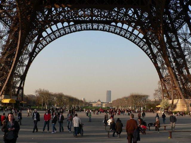 Ейфелева вежа в Парижі