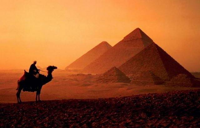 Піраміди в місті Гіза