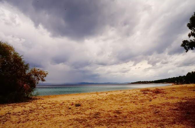 Греція. Пляж в кінці жовтня