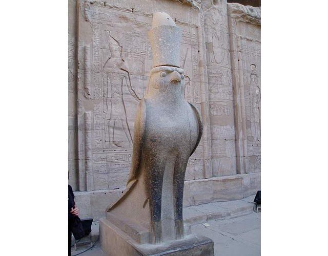 храм бога-сокола Хору