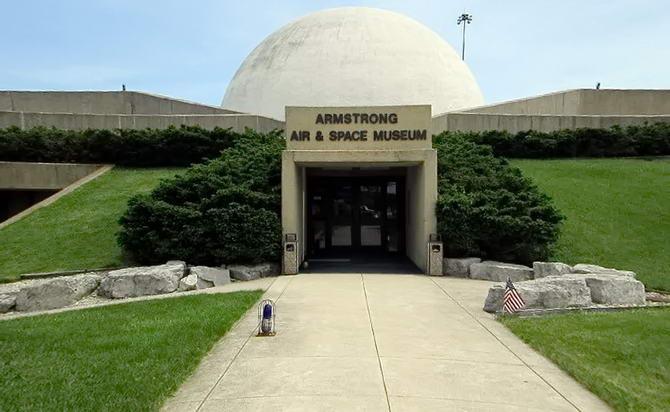 Музей Авіації і Космонавтики Луї Армстронга