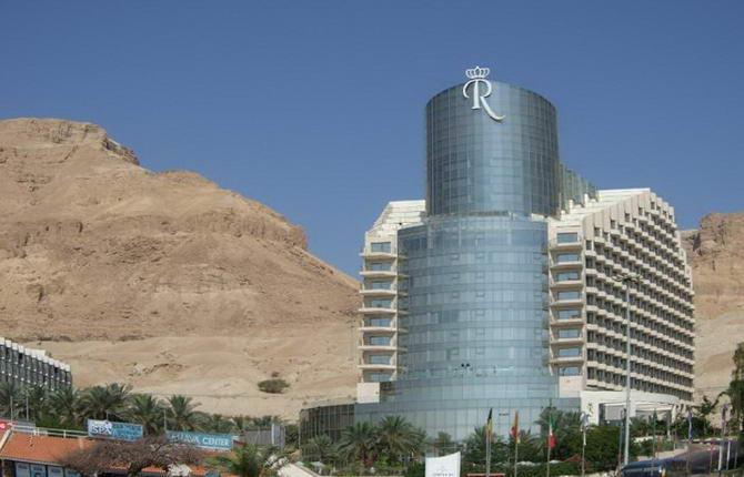 Вид на готель біля Мертвого моря