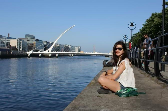 Моя подруга на набережной в Дублине