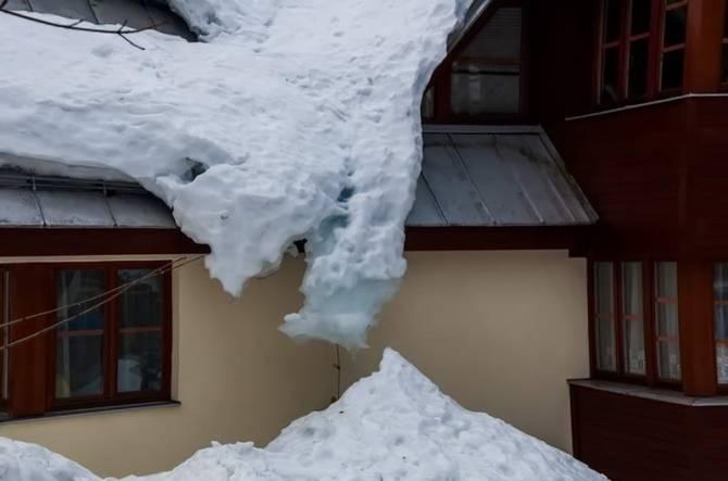 снігу не міряно
