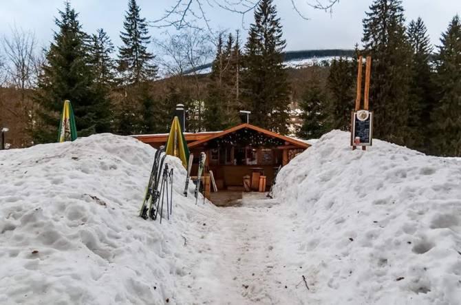 заметені снігом ресторани