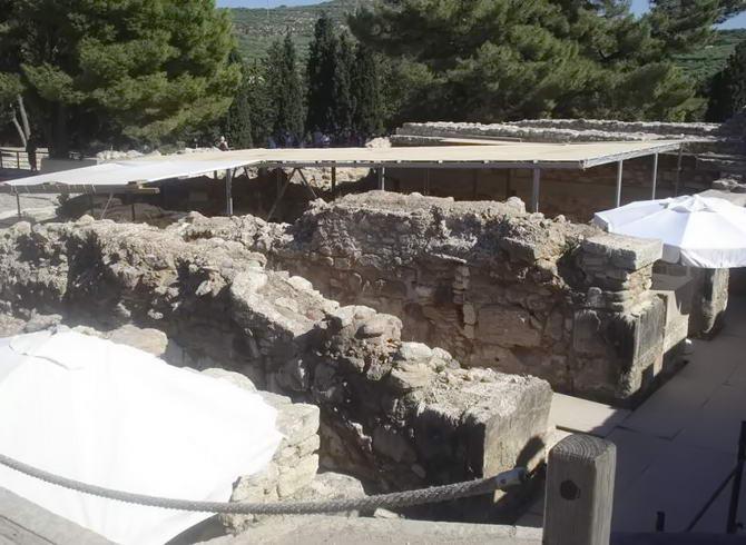 Вид на руїни палацу Кноссу