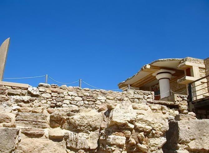 кам'яна стіна палацу Кноссу