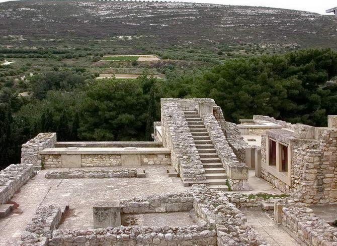 величезні сходи плацу Кноссу