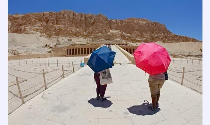 спекотливе сонце Єгипту