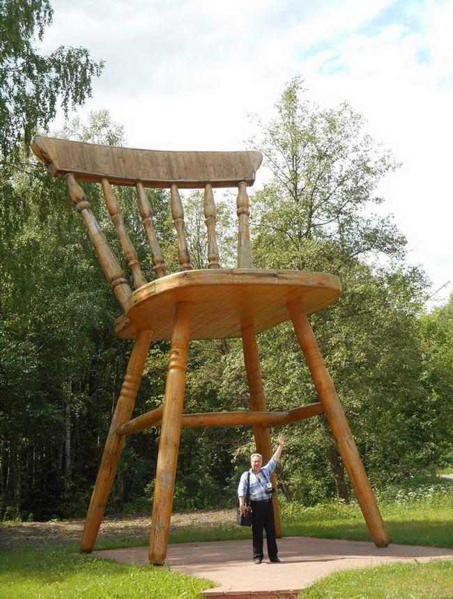 стілець в місті Дубна