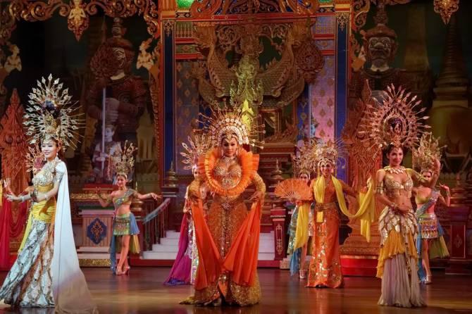 шоу трансвеститів в Таїланді