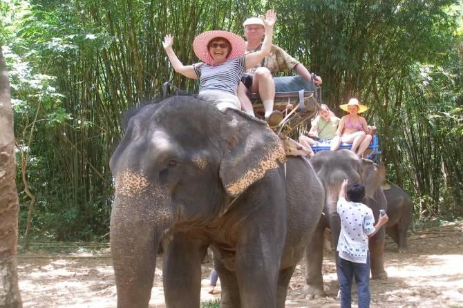 прогулка на слонах в Таїланді
