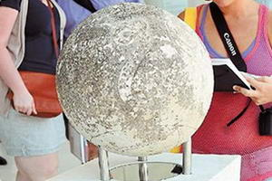 кам'яна сфера в Акрополі