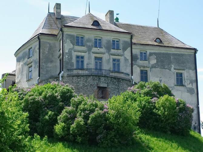 замок Олеско